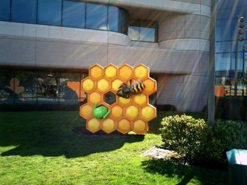 honeycomb_staue