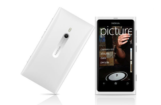 nokia-lumia-800-white-back-and-front