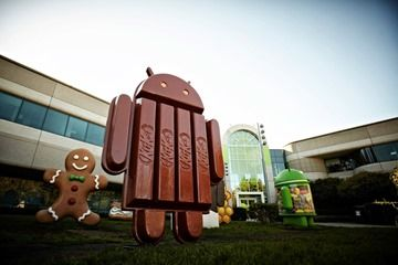 KitKat statue installed next to other Android versions