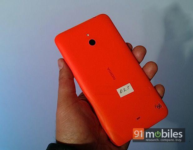 Lumia1320_back
