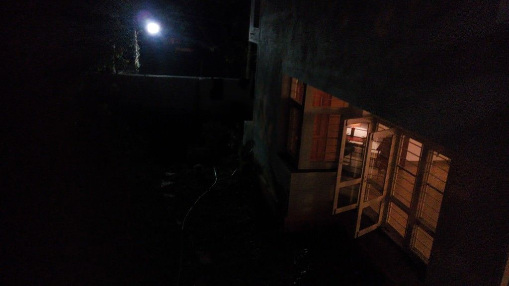 Lava Iris 504Q+ camera review_night shot