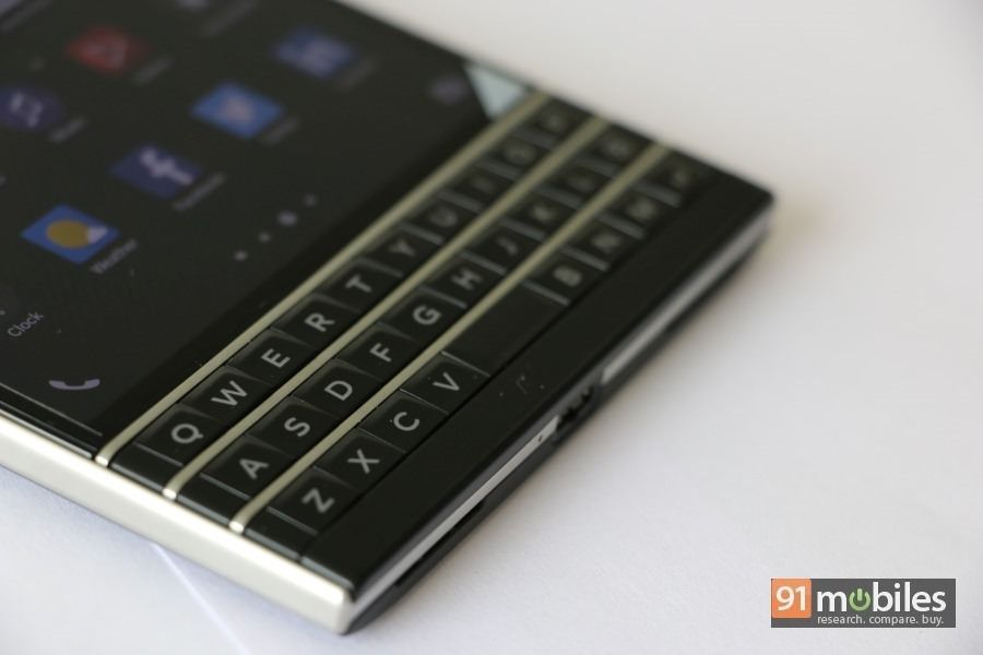 BlackBerry-Passport-08