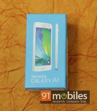 Samsung Galaxy A3 and A5 unboxing 02