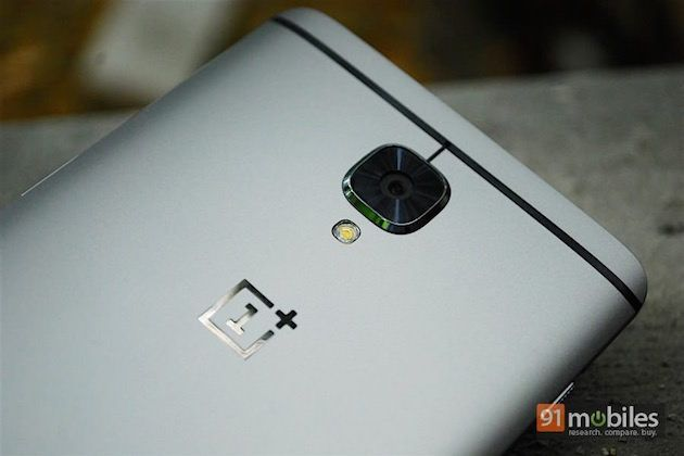 Three OnePlus 3 smartphones