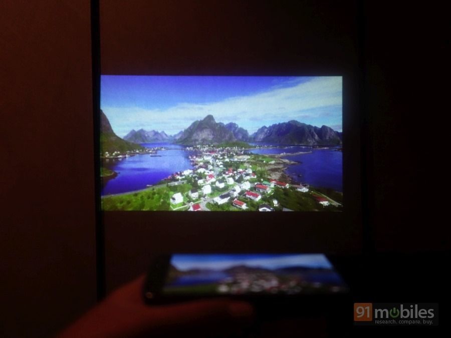moto projector mod. Only One Moto Mod Can Be Connected At A Time, So You\u0027ll Have To Ditch Your JBL SoundBoost If You Want Attach An Insta-Share Projector Z / Play.
