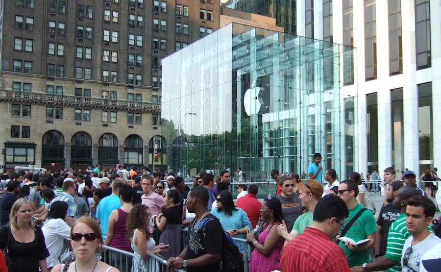 line_at_apple_store