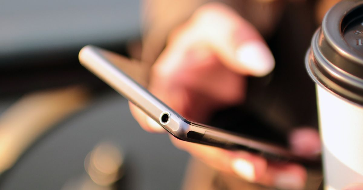 phone-using-fb