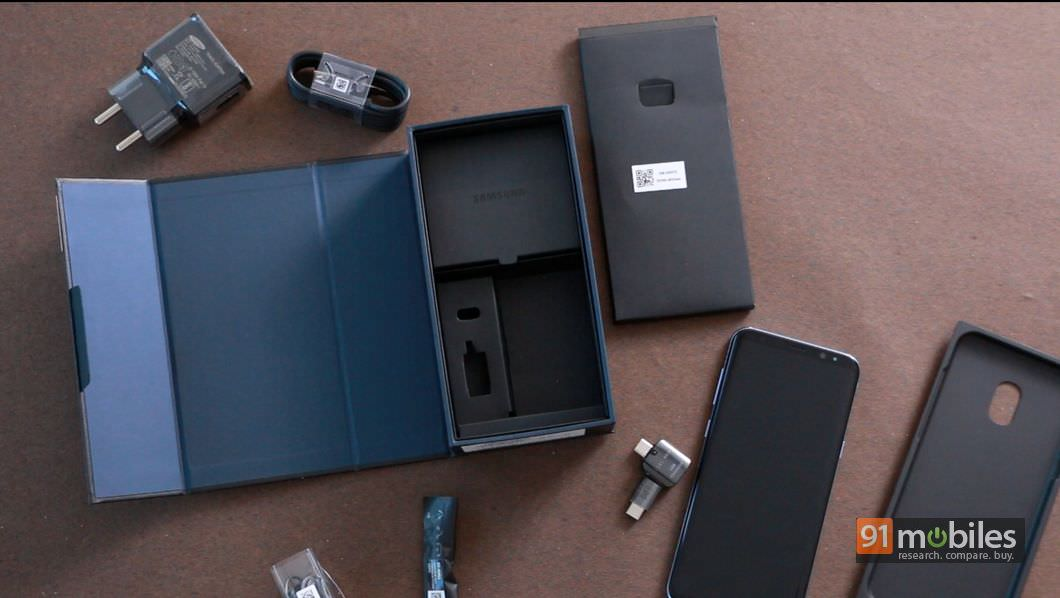 Samsung-Galaxy-S8-and-S8-Plus-unboxing-01