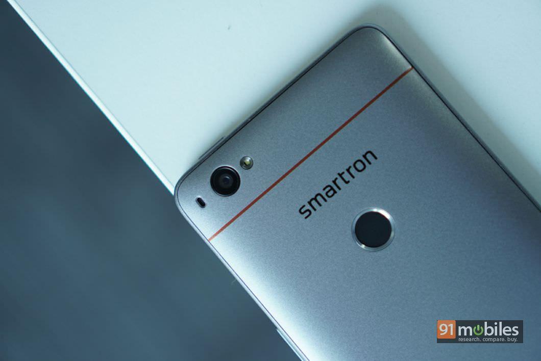 Smartron srt.phone First Impressions 18