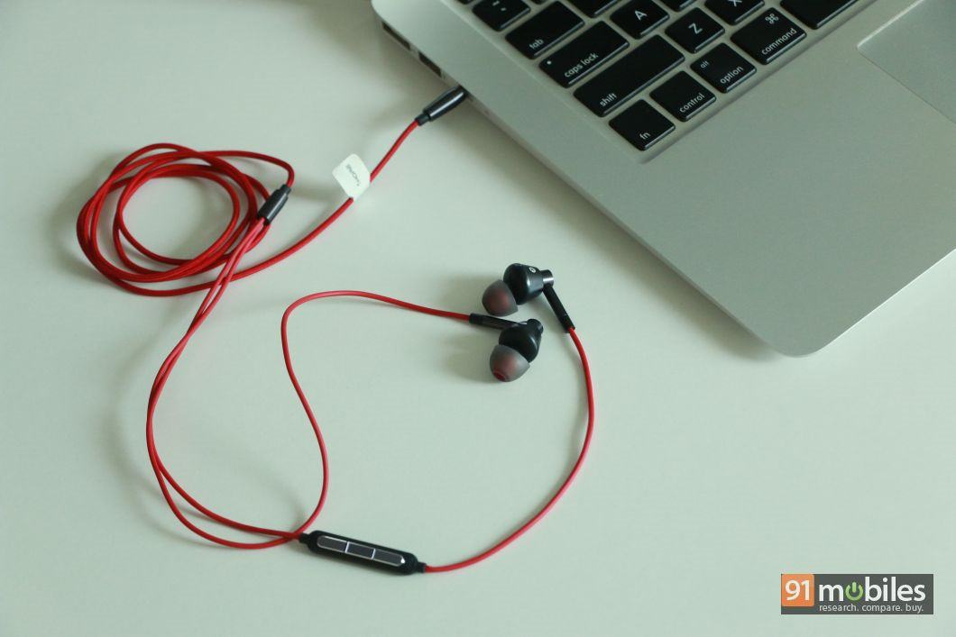 1more single driver 1M301 earphones 02