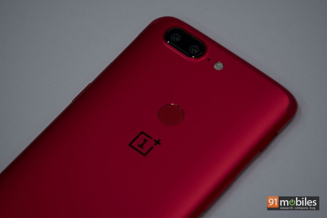 OnePlus 5T Lava Red In Pictures 04