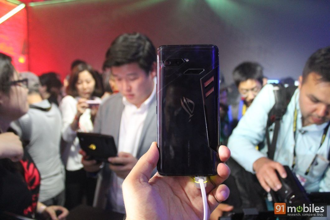 ASUS-ROG-Phone-first-impressions-91mobiles-008_thumb.jpg