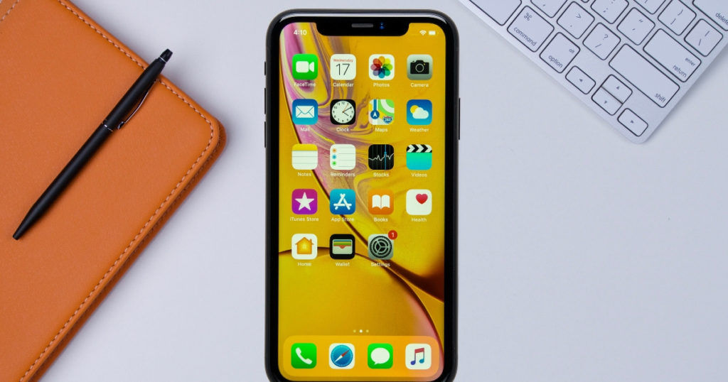 Apple iPhone XR review - FB feat