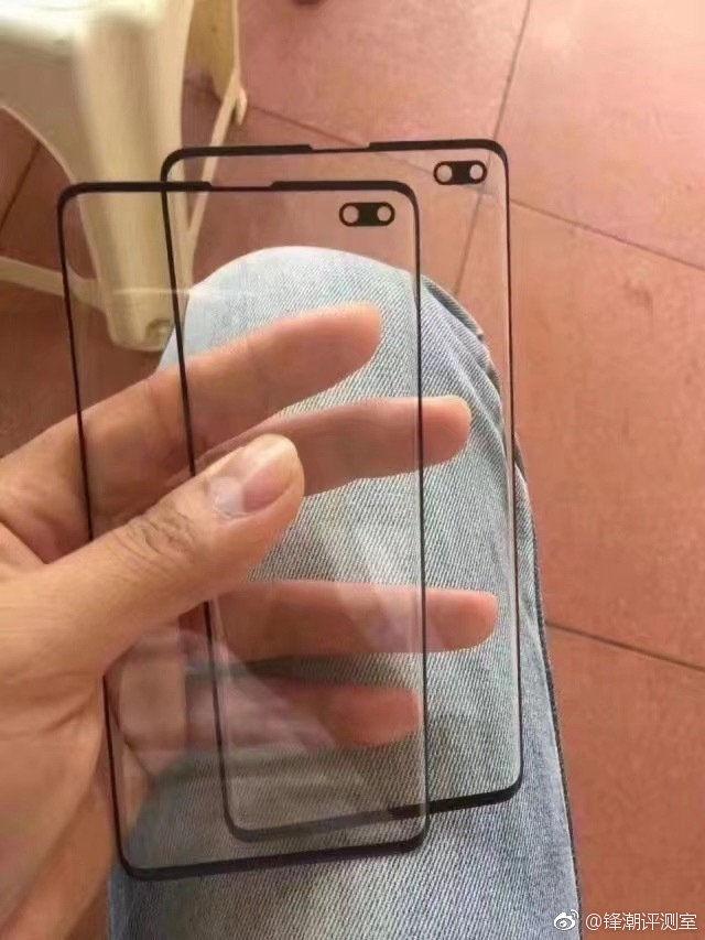 Samsung Galaxy S10 Plus display selfie cutout