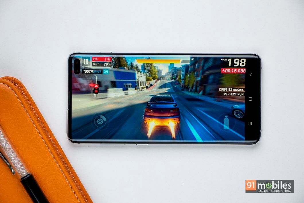 Gaming on the Samsung Galaxy S10 Plus.