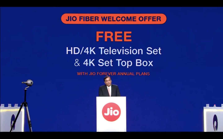 Jio Fiber Rs 699 vs Airtel V-Fiber Rs 799 broadband plan