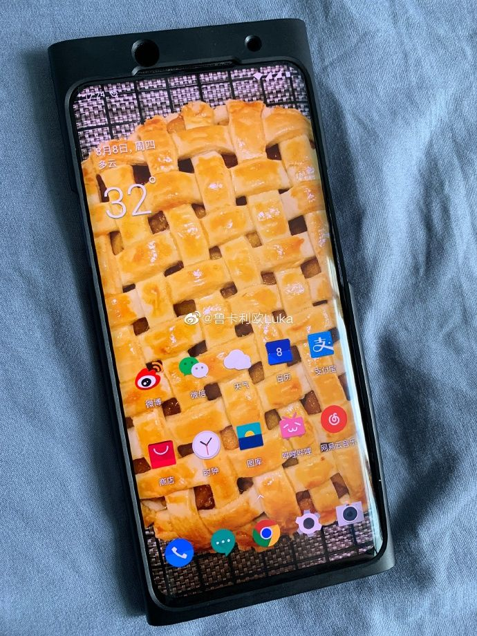 OnePlus 7T Pro alleged live image reveals a familiar design